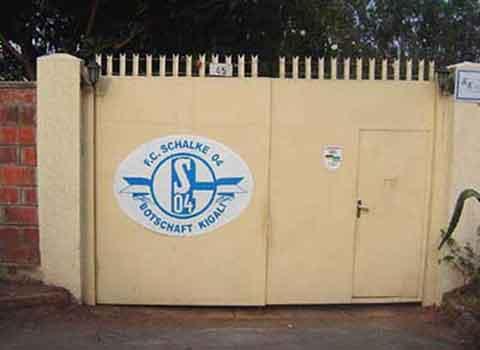 Schalker Botschaft in Kigali/Ruanda.